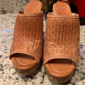 Frye Tamara Brown woven mules 7.5 medium